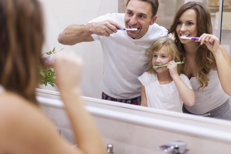 ¿Cómo cepillar los dientes a un niño correctamente?